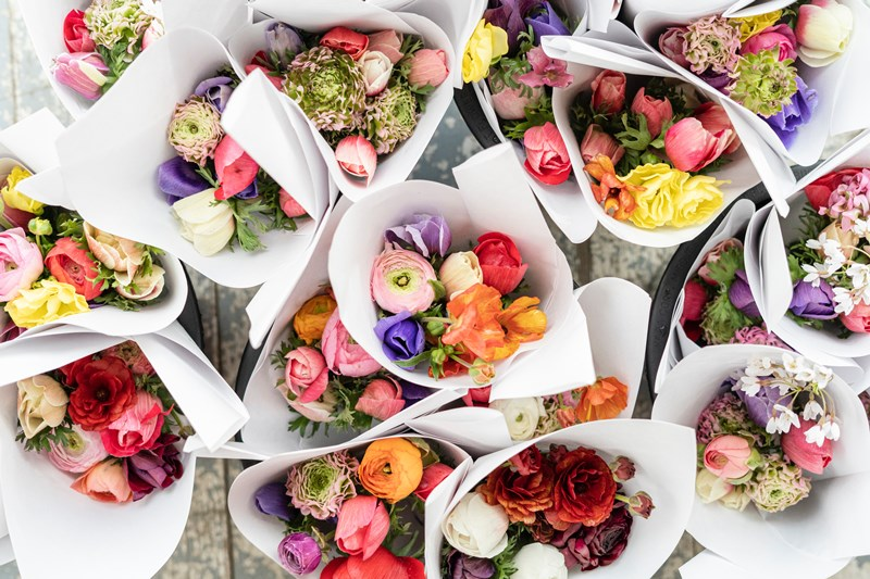 assortments_of_colorful_flower_bouquets_in_white_paper_